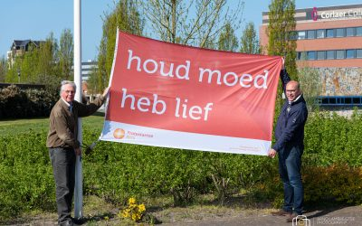 De Fontein hijst vlag met bemoedigende boodschap: houd moed!